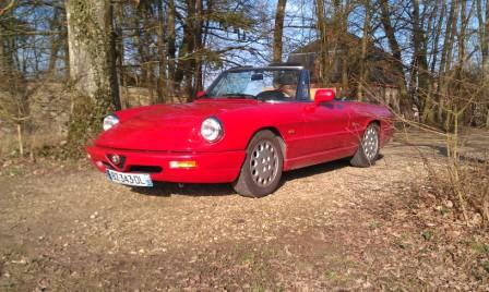 Great Escape Classic Car Hire in France Alfa Romeo Spider for self drive hire near Paris for tours of the Loire Valley