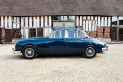 Great Escape Classic Car Hire 1965 Jaguar Mk2 3.8 saloon for self drive rental in the Cotswolds or chauffeur hire for weddings
