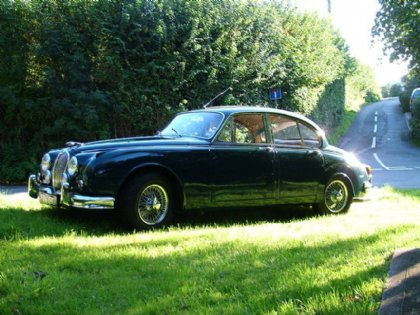 Great Escape Classic Car Hire 1965 Jaguar Mk2 makes a perfect and unusual 40th birthday gift for men or women