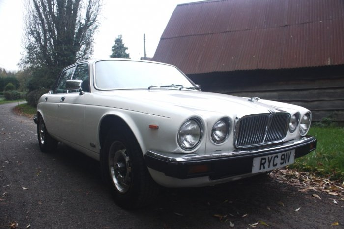 Great Escape Classic Car Hire Jaguar XJ6 4.2 With Manual Gearbox For Self  Drive Rental In