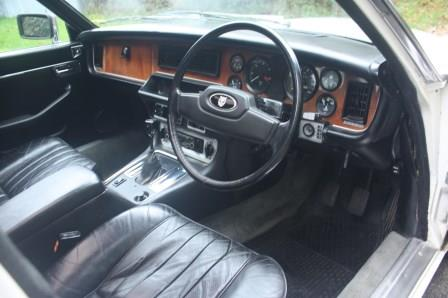 Great Escape Classic Car Hire Jaguar XJ6 4.2 with manual gearbox for self drive rental in the Cotswolds
